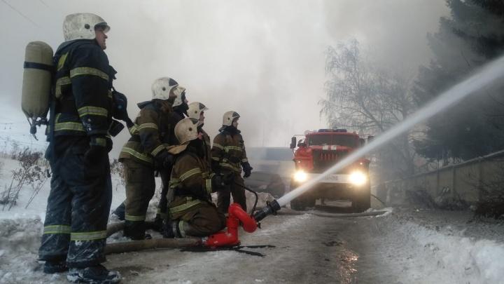 С огнем боролись больше суток: хроника пожара на самарском подшипниковом заводе