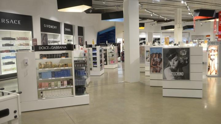 В Кольцово спустя 11 месяцев простоя запустили магазин Duty Free. Он сильно изменил график