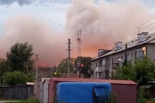Над полигоном поднялся огромный столб дыма
