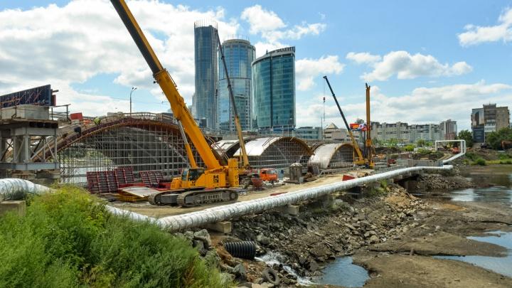 Народный контроль: показываем в прямом эфире, сколько рабочих ремонтируют важнейшие мосты Екатеринбурга
