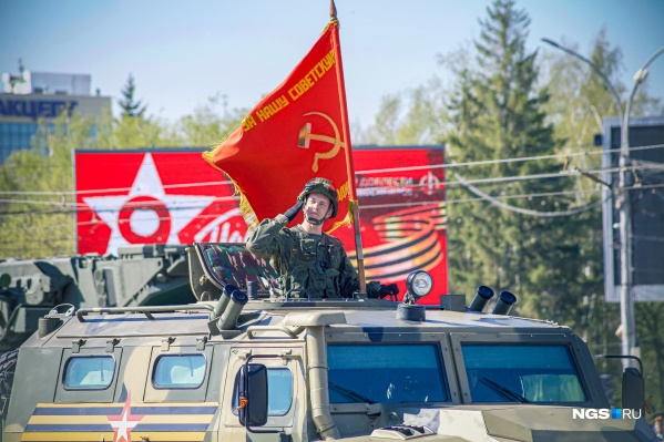 Юбилей Победы военнослужащим в прошлом году пришлось пропустить из-за пандемии, зато в этом году парад получился масштабным и ярким