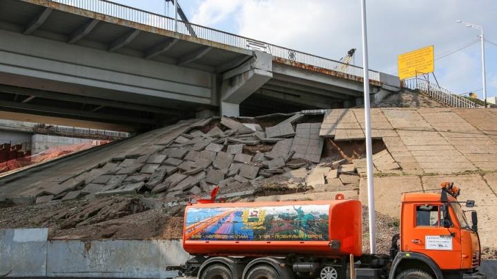 «Сообщить сумму ущерба не представляется возможным»: мэрия — об обрушении плит под Бельским мостом