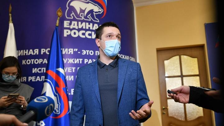 Легендарный уральский гонщик рассказал, что получит от власти в обмен на участие в выборах