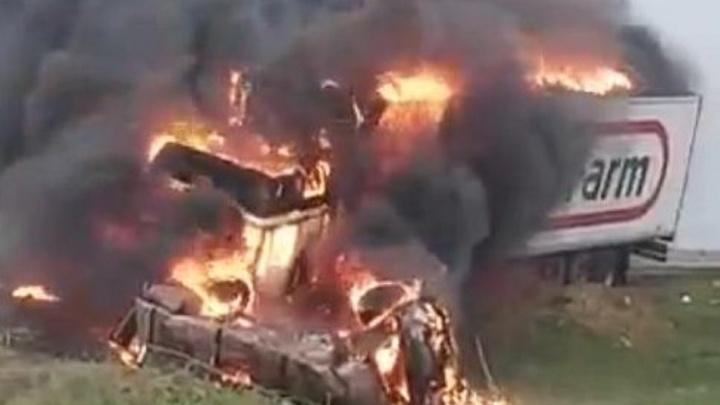 Женщина сгорела заживо: подробности страшной аварии на трассе Волгоград — Элиста