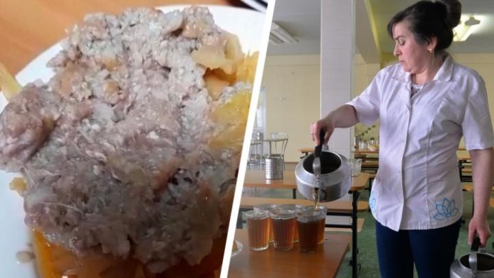 Прокуратура проверит екатеринбургскую школу, в которой детей кормили сырыми котлетами