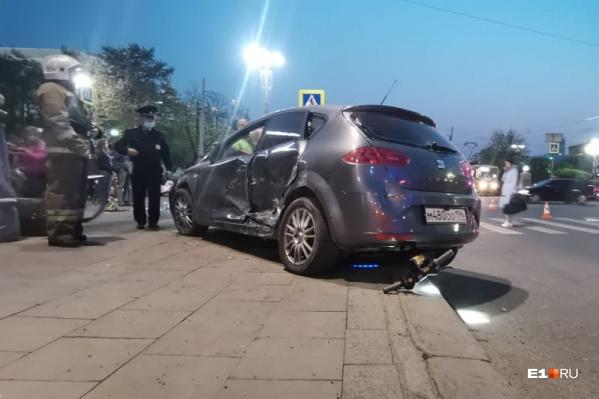 Водитель SEAT отказался проходитьосвидетельствование на месте аварии