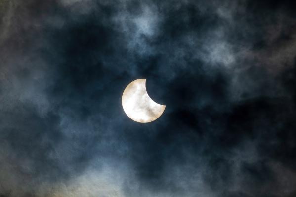 Жители Екатеринбурга и Верхней Пышмы наблюдали за солнечным затмением