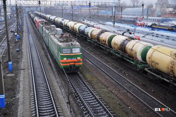 Сход вагонов, груженных лесом, произошел в районе станции Филькино