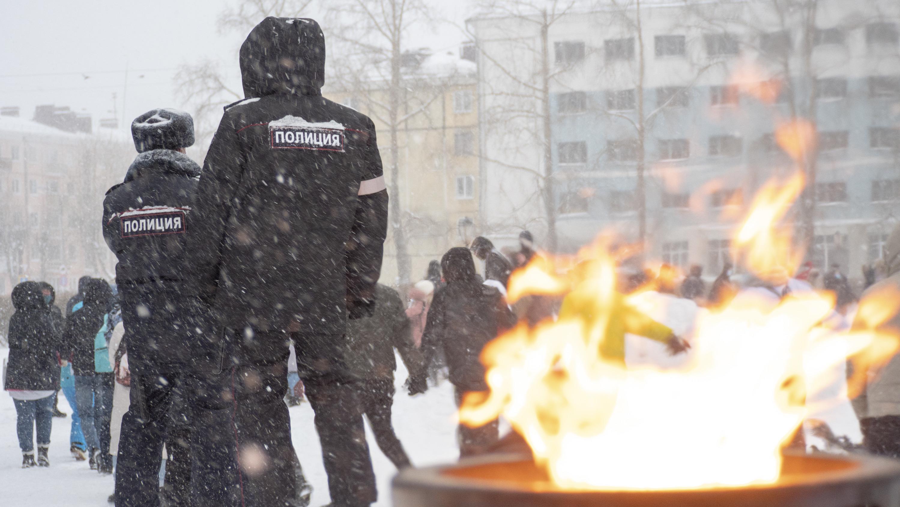 Собравшиеся изредка скандировали имя Навального