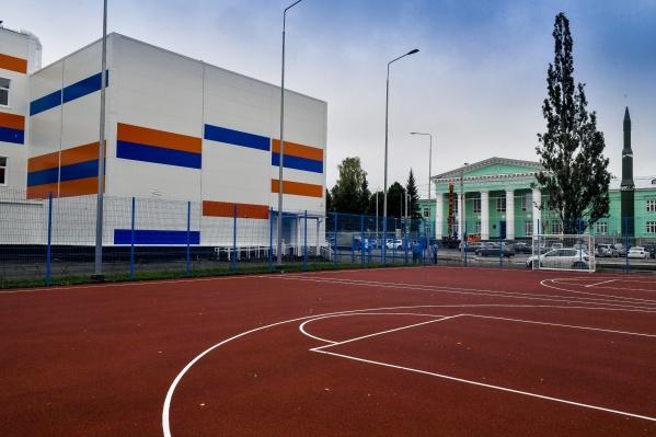 В новом комплексе разместили 6 залов — игровой, для занятий дзюдо, борьбой, тяжелой атлетикой, два зала для единоборств