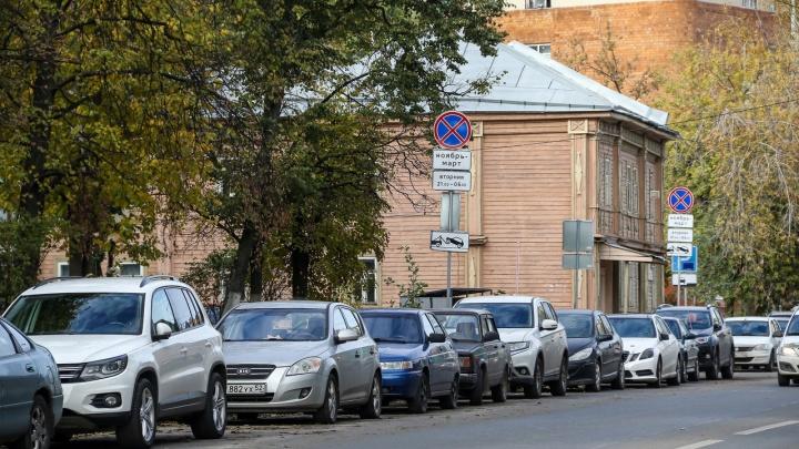 Чем мы так провинились? В Москве резидентское разрешение на парковку тоже стоит 3000 рублей, но предполагает значительно больше комфорта