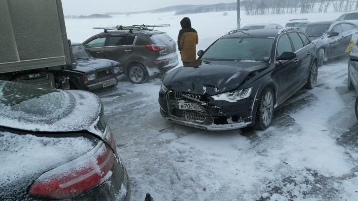 Все вопросы к водителям: можно ли было избежать замеса из 20 машин на Челябинском тракте