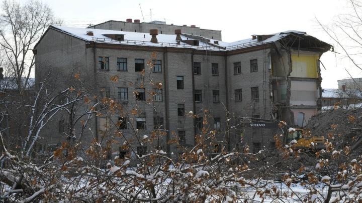Писали даже Путину: почему две школы в Екатеринбурге существуют только на бумаге