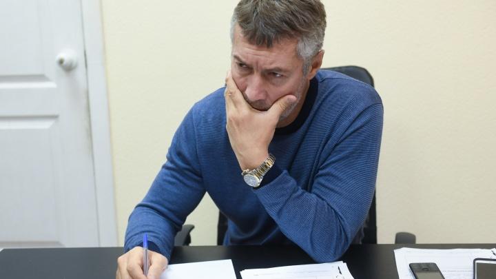 «Выгонять человека из страны могут только оккупанты»: Ройзман — о подростках, которые хотят уехать из России