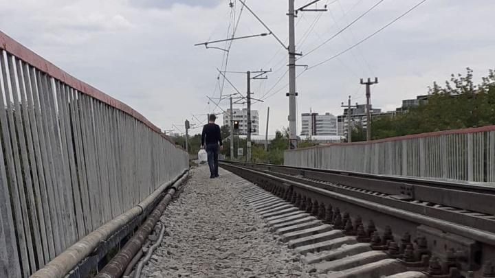 Проект есть, а денег нет. Кто виноват в том, что жители Уктуса продолжают ходить в сантиметрах от поездов