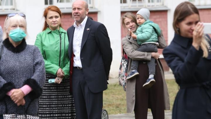 Имущество депутата Госдумы Олега Колесникова и его жены арестовал арбитражный суд. Но у них ничего нет