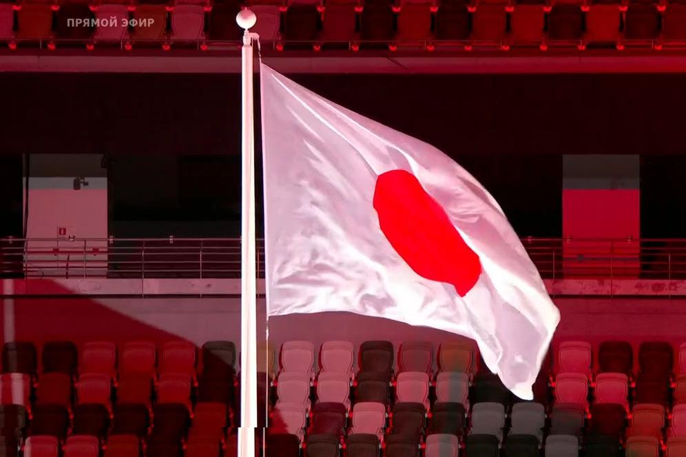 Флаг поднят. Впереди торжественные речи, проход спортсменов и зажжение олимпийского огня