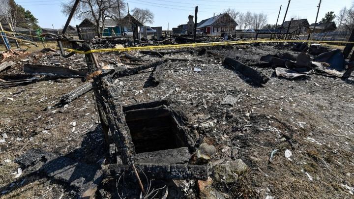 На Урале многодетной семье, где пятеро детей сгорело при пожаре, дадут жилье и помогут с похоронами