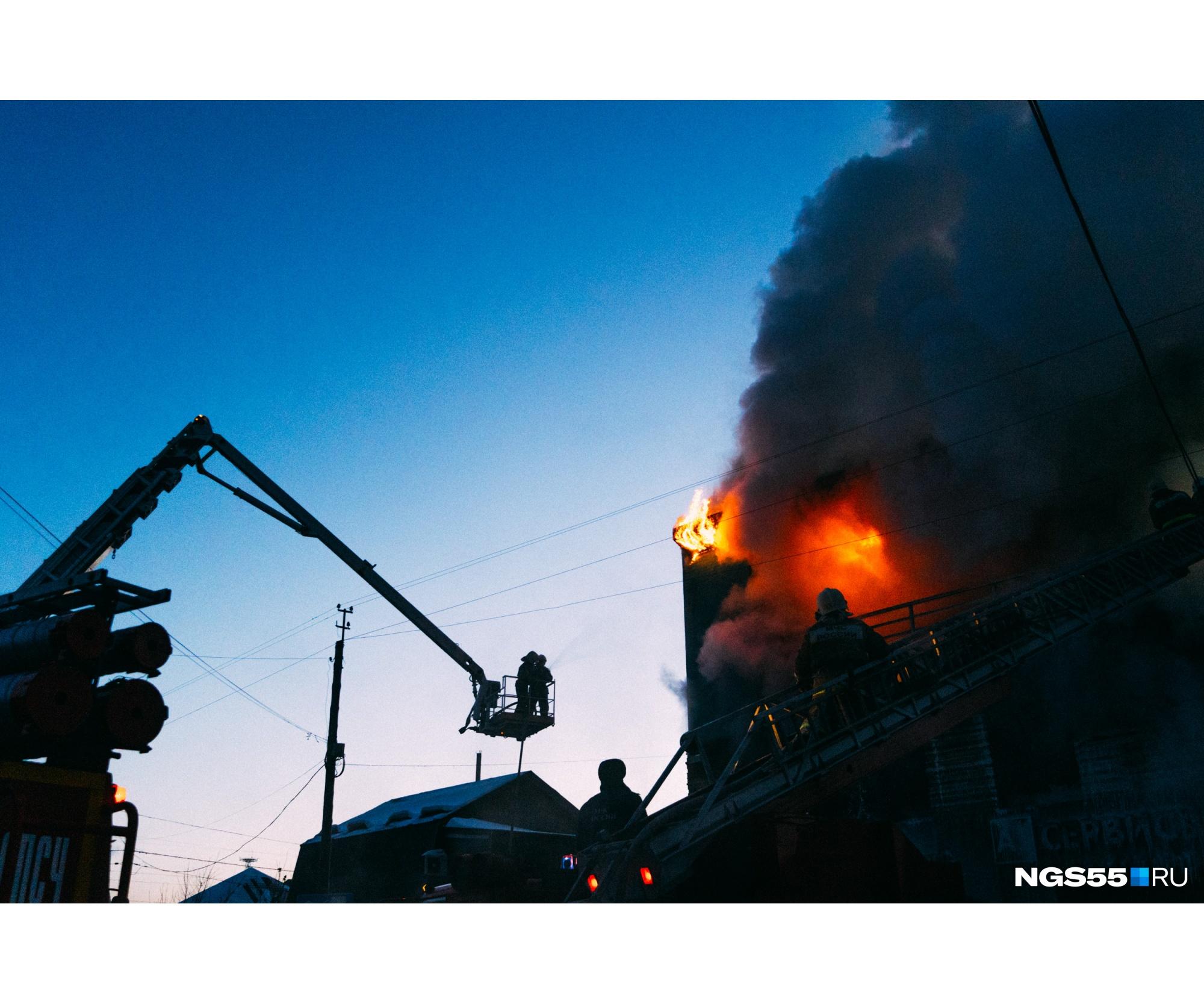 Пламя еще долго продолжало свою атаку