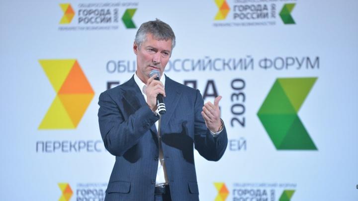 «Сейчас так оправдывают». Евгения Ройзмана наказали за участие в московском форуме