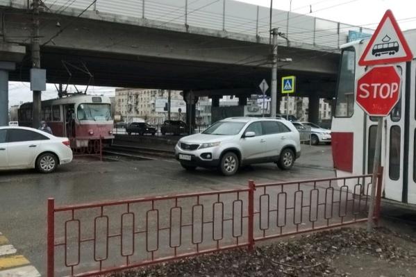 Авария с двумя электрическими транспортными средствами произошла в районе улицы Землячки
