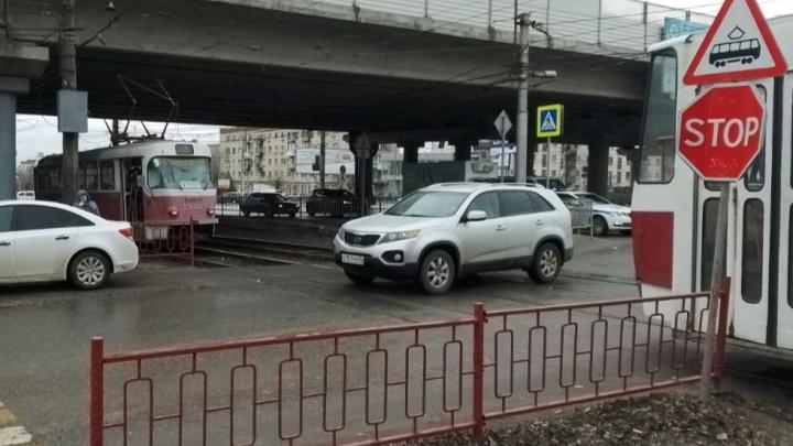 В Волгограде электросамокат без водителя протаранил трамвайный вагон