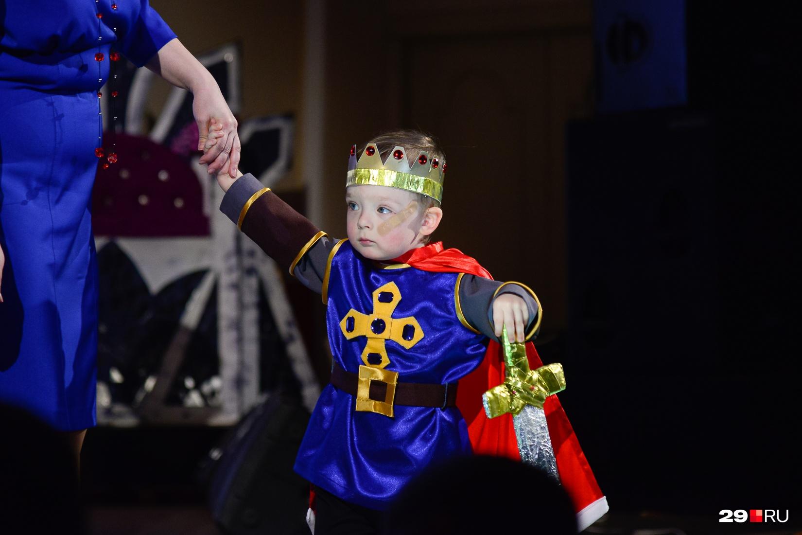 Маленький король Артур. Очень серьезный и воинственный
