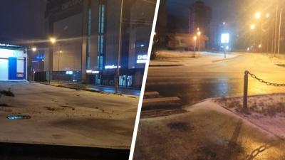 «Ждите аварий к утру». Дождь и снег превратили Екатеринбург в один большой каток