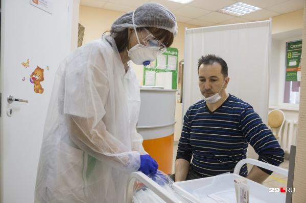 С начала пандемии коронавирусом заболели 33 тысячи человек