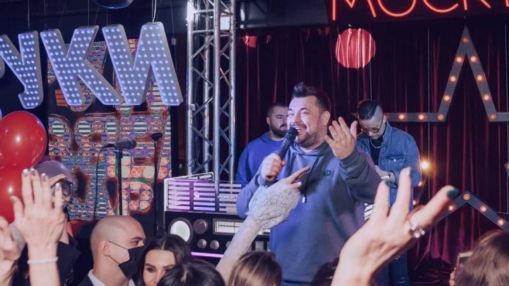 «Готовят вторжение в город»: москвичи открывают в Екатеринбурге бар «Руки вверх!»