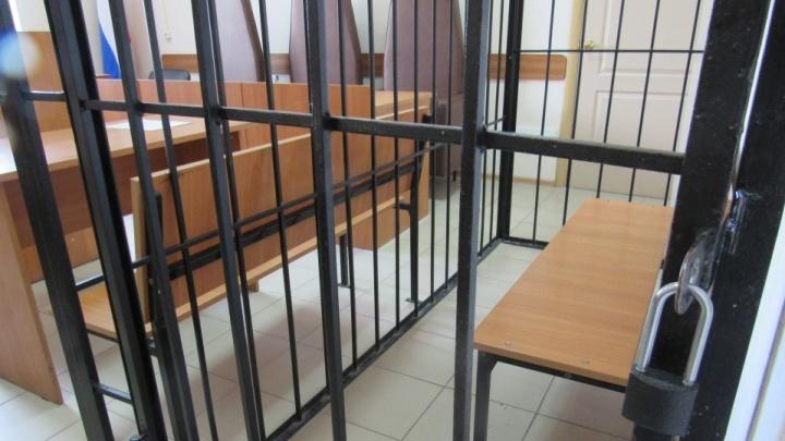 Отомстил за развод: зауралец подбросил бывшей жене свои вещи и обвинил ее в краже