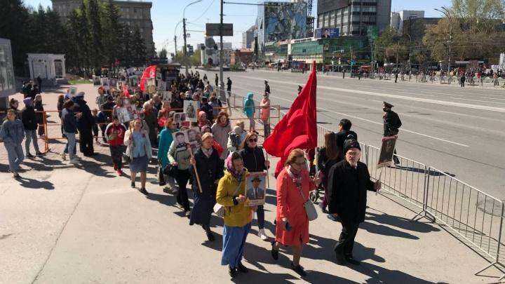 Новосибирцы вышли на акцию «Бессмертный полк», несмотря на запреты