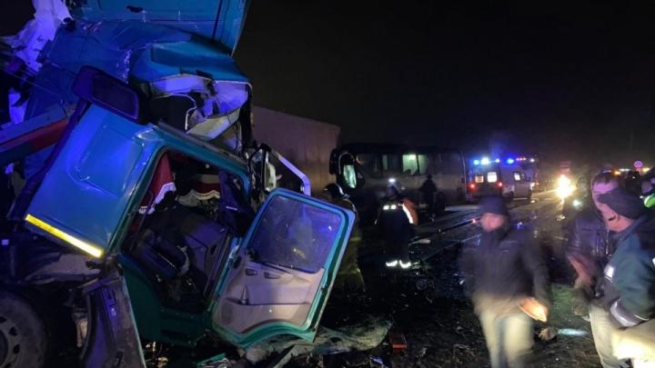 На трассе М-5 автобус с туристами, возвращавшимися из нацпарка «Таганай» в Уфу, попал в смертельное ДТП