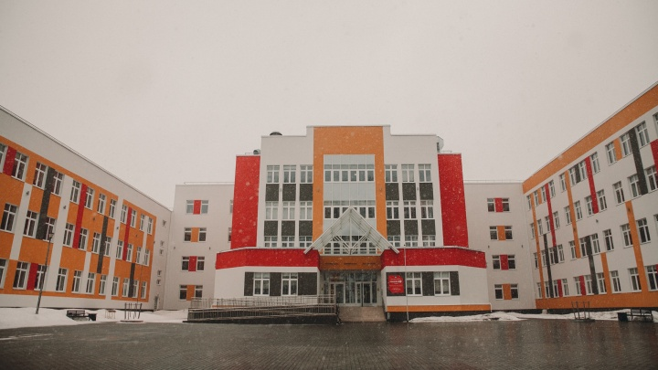 В Тюмени стартовала запись детей в первый класс. Что сегодня творится в школах?