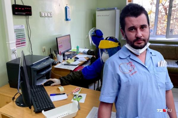 В апреле прошлого годаЕвгений Шамсуллин добровольно вызвался работать с пациентами, у которых есть подозрение на коронавирусную инфекцию