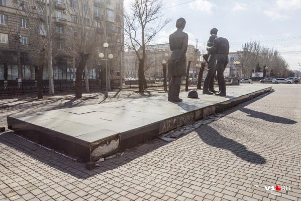 Памятник комсомольцам вновь требует внимания реставраторов