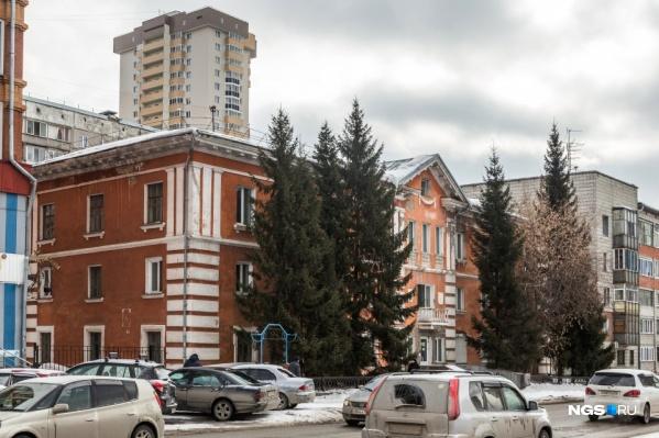 Помимо здания на Семьи Шамшиных, 56, на торги выставили еще несколько объектов
