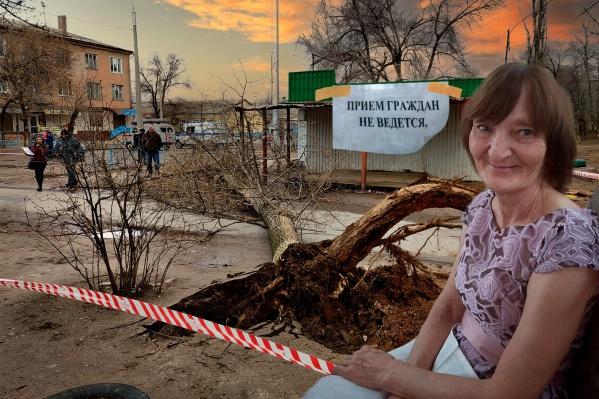64-летняя Людмила Зюбанова скончалась по пути на работу. Женщину убило рухнувшее из-за урагана дерево