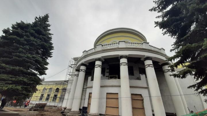 Реставрация новокузнецкого «Коммунара» закончится к концу года, а должна была — в июне