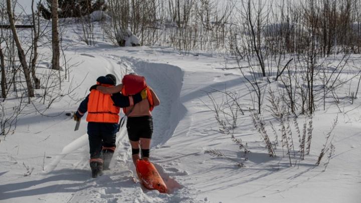 Сибиряку потребовалась помощь спасателей после заплыва в холодной Оби