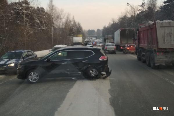 Из-за ДТП на выезде из Березовского дорога в Екатеринбург оказалась перекрыта