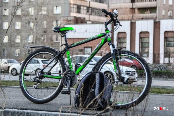 Челябинск мало приспособлен для велосипеда, а потому езда требует компромиссов. В том числе очень спорных