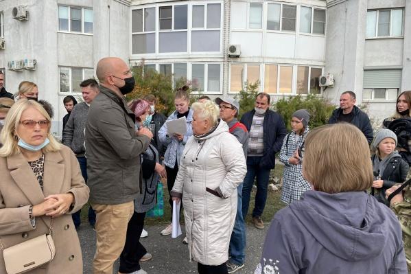 Горожане выступают против строительства автомастерской под окнами их домов