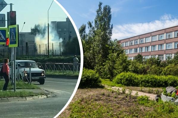 Новосибирцу не дают ничего построить на его земле возле школы — он сдал участок под пейнтбольный клуб, и лицей накрывает дымовая завеса