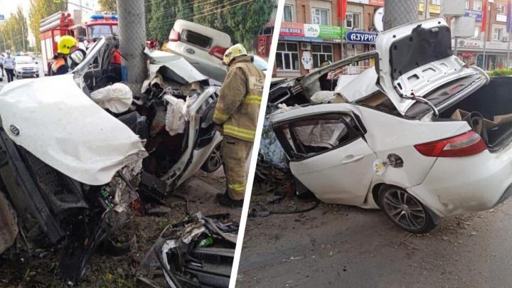 «Намотало на столб»: в Самарской области в ДТП погиб водитель иномарки