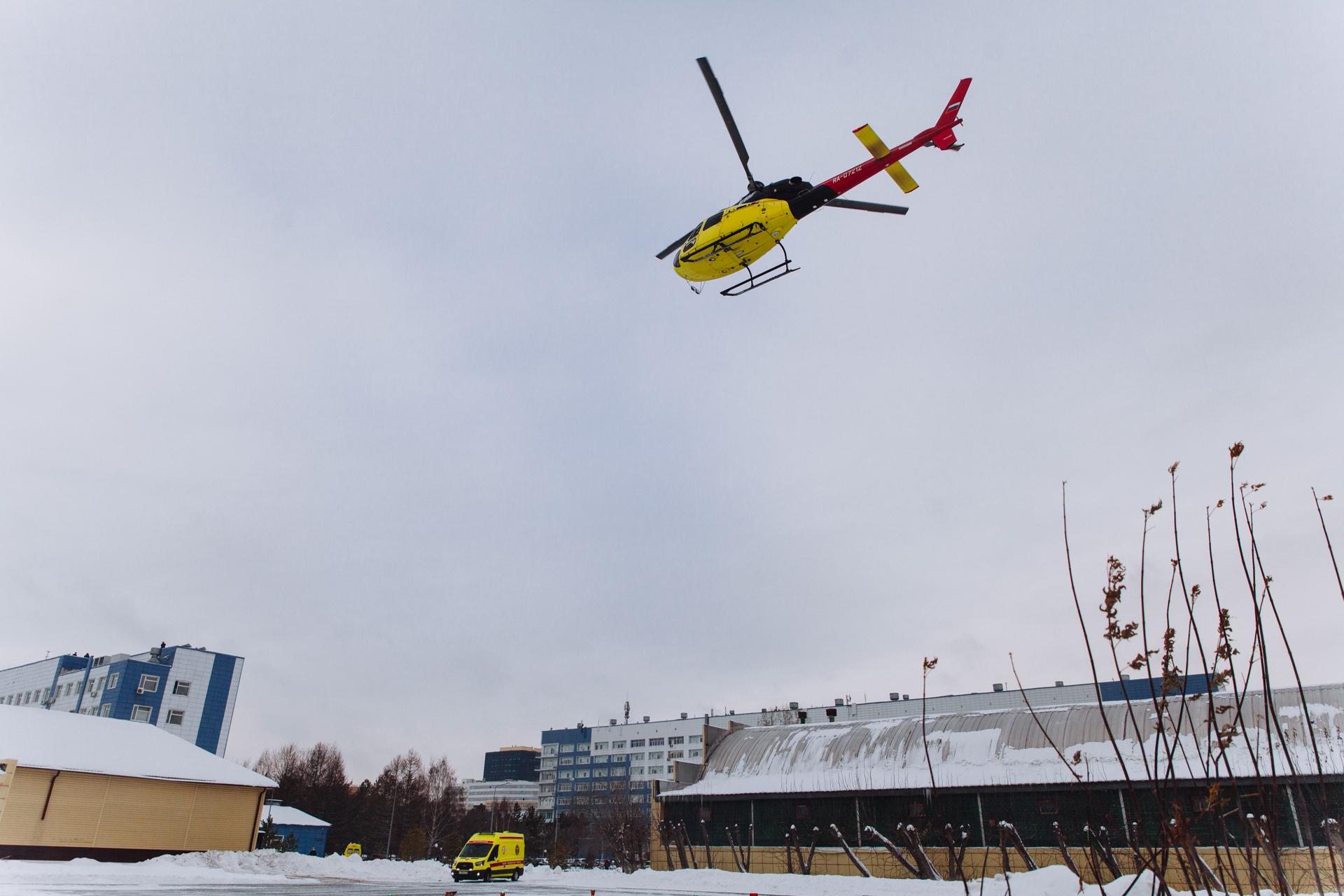Вот такой яркий вертолет будет спасать жизни жителей региона