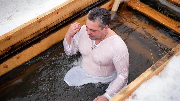 Омские моржи попросили желающих окунуться не приходить на Крещение в парк «Зеленый остров»
