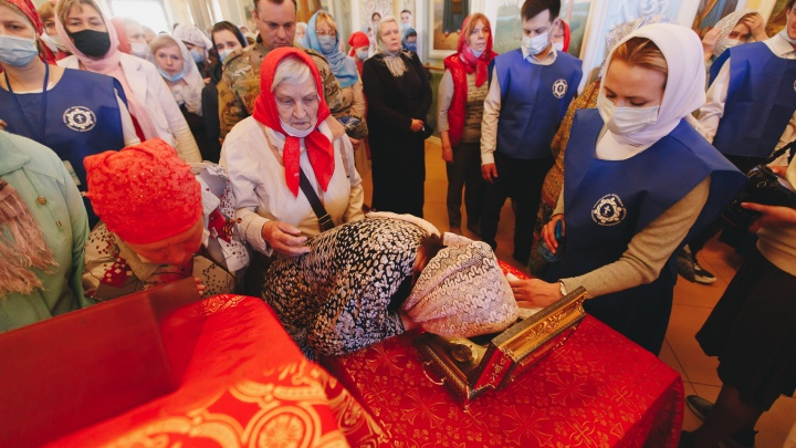 В Челябинск привезли уникальную святыню — часть пояса Пресвятой Богородицы