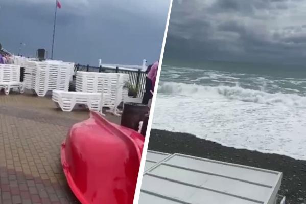 Спасательные будки и шезлонги на время шторма перенесли на набережную
