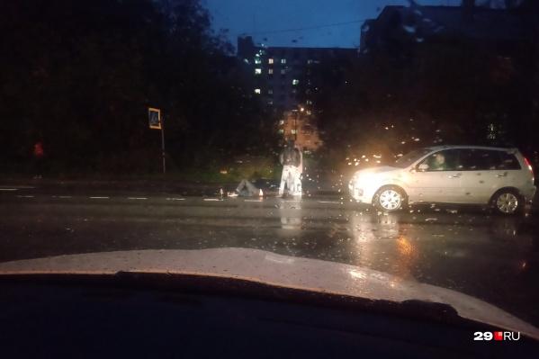 В темноте водитель не заметила пешехода на переходе